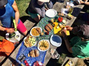 ein Picknick auf unserer Tour du Mont Blanc Trekking