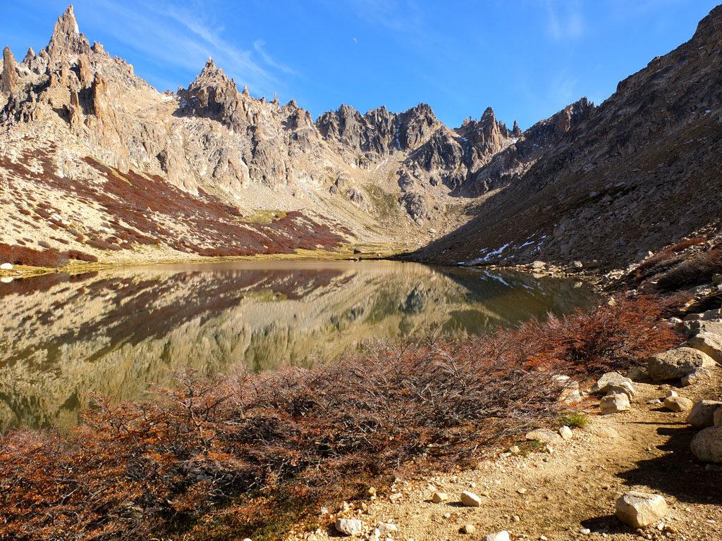Patagoniatiptop autumn trekkiing