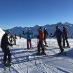 eine Gruppe von Skiläufern im Ski Race Camp Schweiz