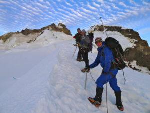 eine Gruppe steigt auf den Monte Tronador in Argentinien