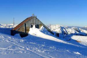 Refugio Mailing tief im Schnee bedeckt
