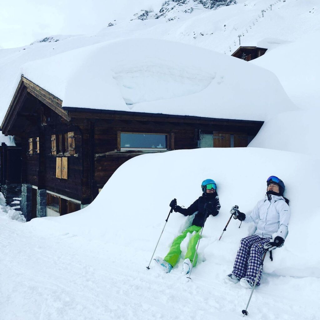 happy-skiers-in-the-powder-snow
