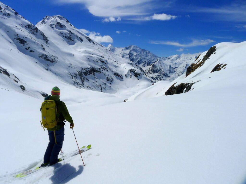 Skifahrer auf der Monte-Rosa-Skitourenschleife in Zermatt