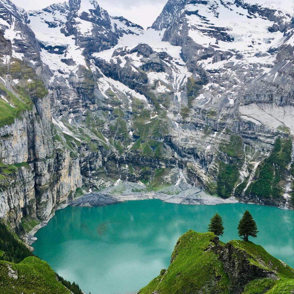 Oeschinensee in Kandersteg von unserer Transalp-Trekking-Tour Schweiz aus gesehen
